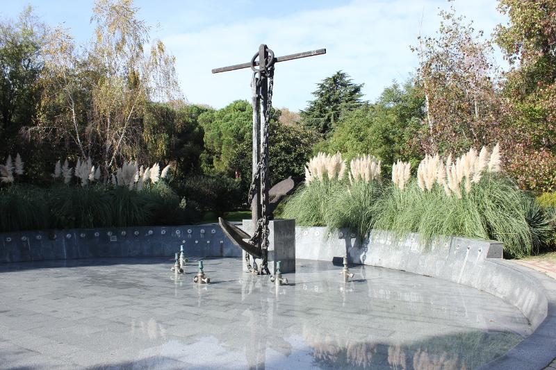Композиция якорь с фонтаном