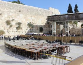 Ierusalim. Stena placha. Razdelitelnyiy zabor mezhdu muzhchinami i zhenschinami