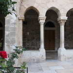 Вифлеем. Розы возле Храма