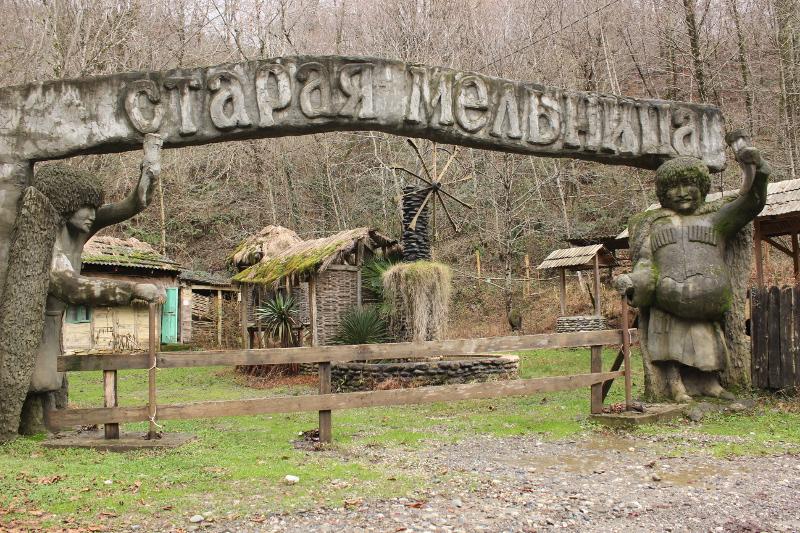 Старая мельница возле реки Шахе