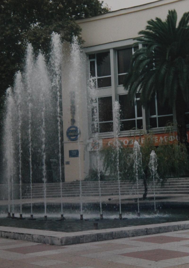 Фонтан около главпочтамта города Сочи 2005 год