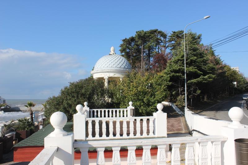 Парк имени М. В. Фрунзе в Сочи. Беседка