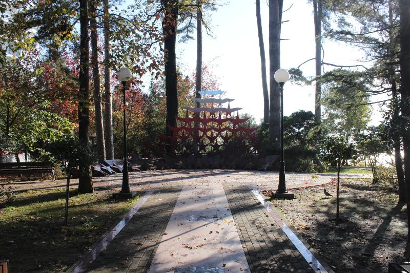 Парк имени М. В. Фрунзе в Сочи. Монумент '' Журавли''