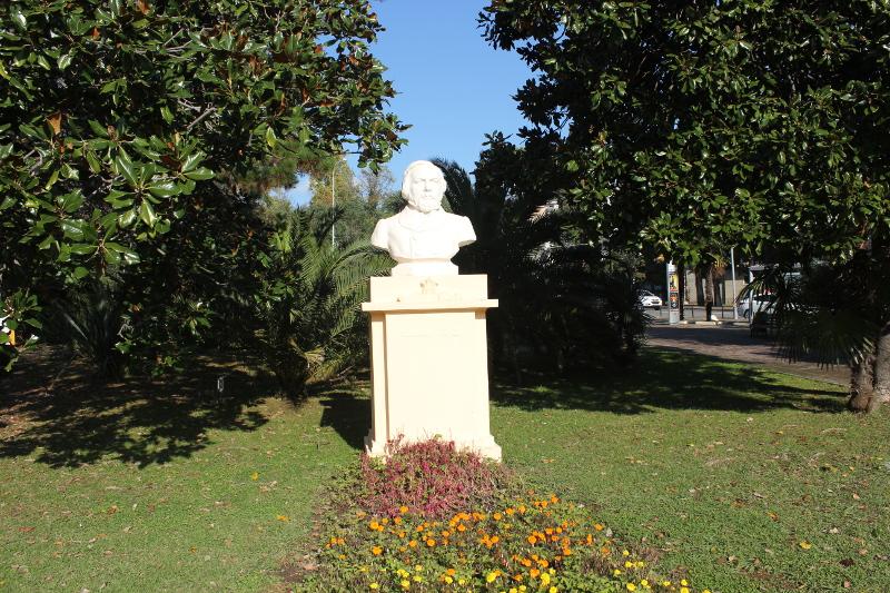 Парк имени М. В. Фрунзе в Сочи. Бюст М. И. Глинки
