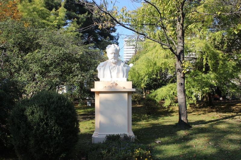 Парк имени М. В. Фрунзе в Сочи. Бюст П. И. Чайковского
