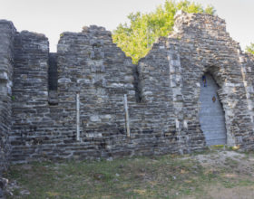 Stena hrama v Loo
